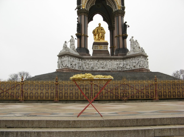 © Renate Egger and Wilhelm Roseneder. Goldene Erweiterung/Golden expansion. Street art project. Albert Memorial. London, UK. December 2010