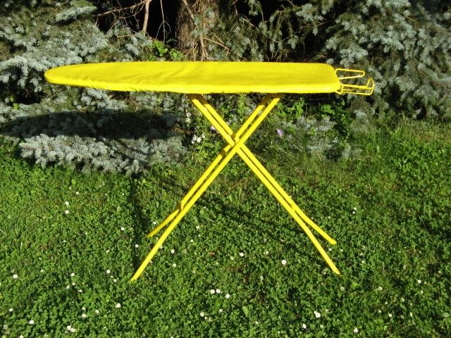 © Wilhelm Roseneder. Gelbe Erweiterung/Yellow expansion, 2007-2008. Polyurethan, Acryllack auf Metall (Bügelbrett)/Polyurethane, varnish on metal (Ironing-board).