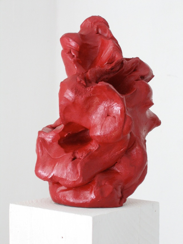 © Wilhelm Roseneder. Roter Kunstgriff, 2003. Ungebrannter Ton, Lack/Varnish on non-fired clay, ca. 20 cm high