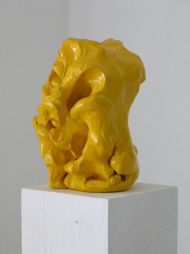 Wilhelm Roseneder. Gelber Kunstgriff, 2003. Ungebrannter Ton, Lack/Varnish on non-fired clay, ca. 20 cm high