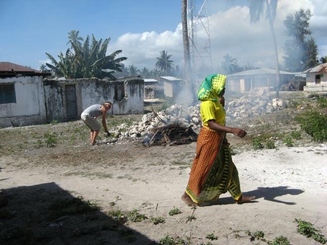 © Renate Egger. Wilhelm Roseneder. Zanzibarische Kunstgriffe. Gebrannter Ton/Fired clay.  Jambiani, Zanzibar, Tanzania, Africa 2011