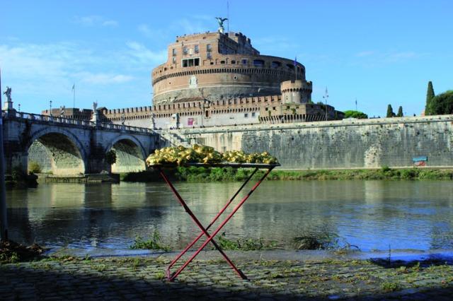 © Renate Egger and Wilhelm Roseneder. Goldene Erweiterung/Golden expansion. Street art project. Artist in Residence. Castel Sant`Angelo. Tiber. Rome, Italy, October 2011