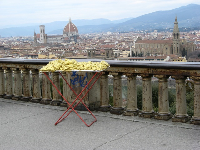© Renate Egger and Wilhelm Roseneder. Goldene Erweiterung/Golden expansion. Street art project - temporary installation in public space. Artour-o il must. Florence, Tuscany, Italy, 2011
