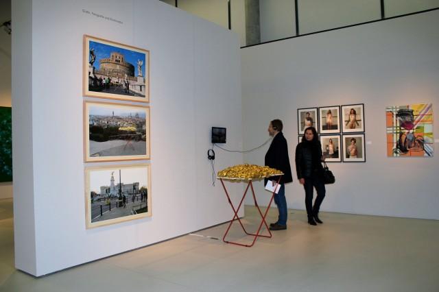 © Wilhelm Roseneder, Renate Egger. Goldene Erweiterung/Golden expansion. Street art project. London, UK 2010. Florence, Italy 2011. Rome, Italy 2011