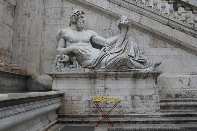 © Renate Egger and Wilhelm Roseneder. Goldene Erweiterung:Golden expansion. Street art project. Palazzo dei Senatori. Rome, Italy, 2011