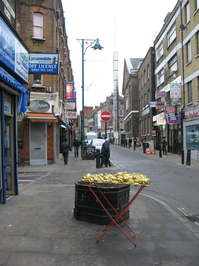 © Renate Egger and Wilhelm Roseneder. Goldene Erweiterung/Golden expansion. Street art project - temporary installation in public space. Brick Lane. London, UK, 2010