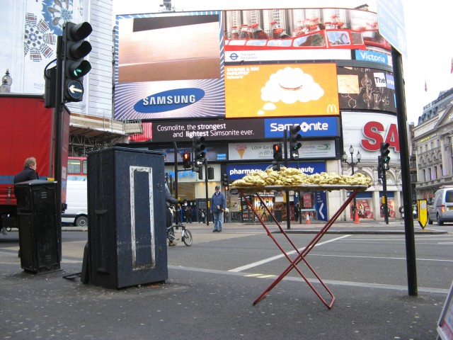 © Renate Egger and Wilhelm Roseneder. Goldene Erweiterung/Golden expansion. Street art project - temporary installation in public space. Piccadilly Circus. London, UK, 2010