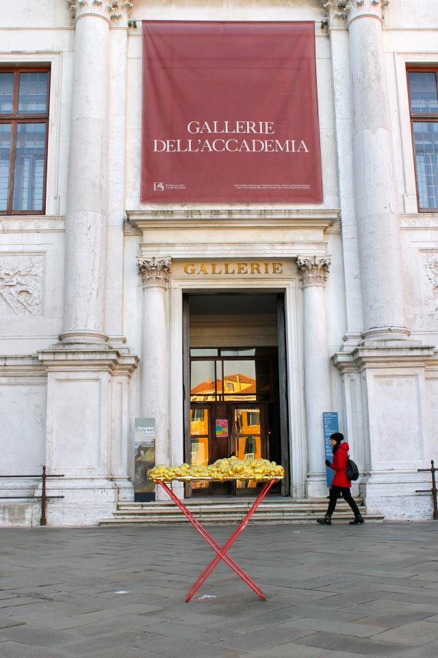 © Renate Egger and Wilhelm Roseneder. Goldene Erweiterung/Golden expansion. Street art project. Venice, Italy, December 2016. Contemporary Venice. It´s Liquid. International Art Show. Palazzo Flangini, Venice, Italy