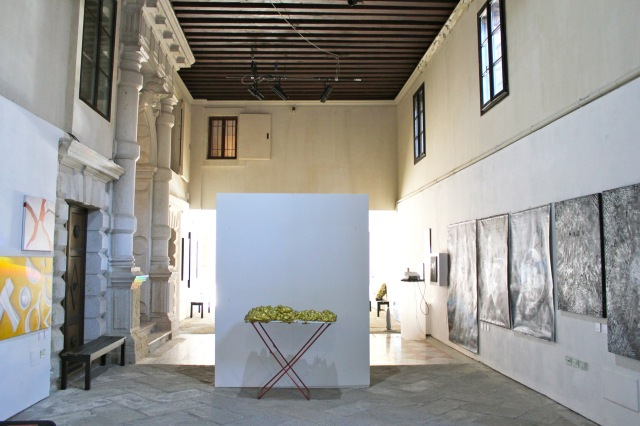 © Renate Egger and Wilhelm Roseneder. Goldene Erweiterung/Golden expansion. Street art project. Venice, Italy, December 2016. Contemporary Venice. It´s Liquid. International Art Show. Palazzo Flangini, Venice, Italy 2016/2017